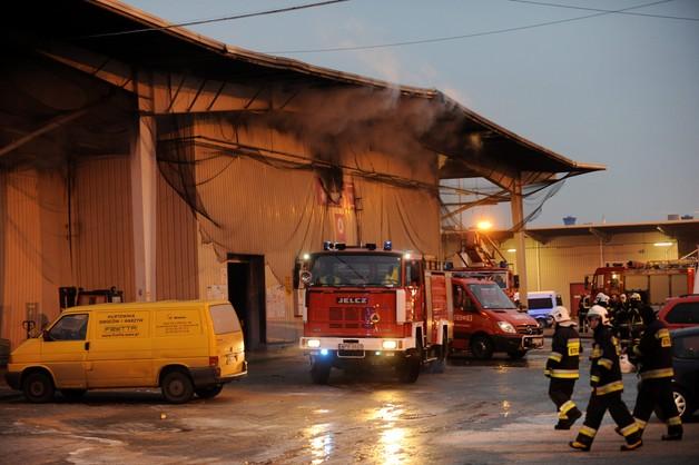 Pożar hali targowej w Broniszach k. Warszawy