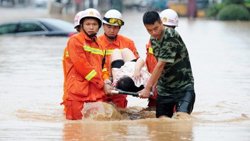 18-06-2016 08:34 25 ofiar śmiertelnych powodzi w Chinach. Tysiące poszkodowanych