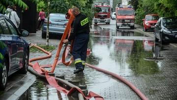 15-07-2016 10:29 Polska w deszczu. 111 tys. odbiorców bez prądu, podtopione domy, zalane ulice