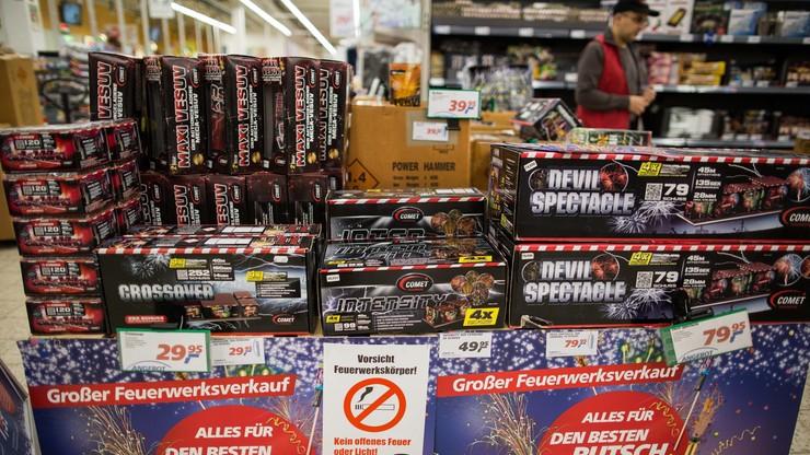 Niemcy: Amberg odradza sprzedaż fajerwerków uchodźcom