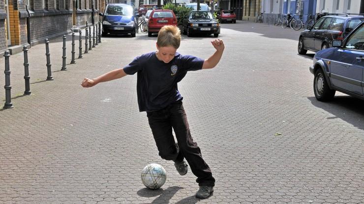Futbol jest wszędzie! Nawet na... autostradzie (WIDEO)