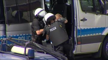 Utrudnienia na A1. Policja użyła gazu łzawiącego wobec pseudokibiców