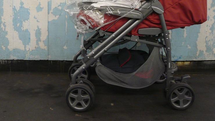 Zwłoki niemowlęcia w wózku. Nie żyło od kilku dni