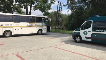 """31-08-2017 18:53 Cieknące płyny i """"lewy"""" tachograf w autokarze, który miał zawieźć dzieci na wycieczkę"""