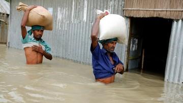 17-08-2017 14:33 Skutki powodzi w Bangladeszu odczuło 4,5 mln ludzi
