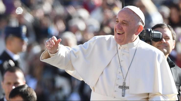 Papież: niech nikt nie wytyka nikogo palcem