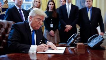 25-01-2017 19:37 Trump podpisał dekret o budowie muru na granicy z Meksykiem
