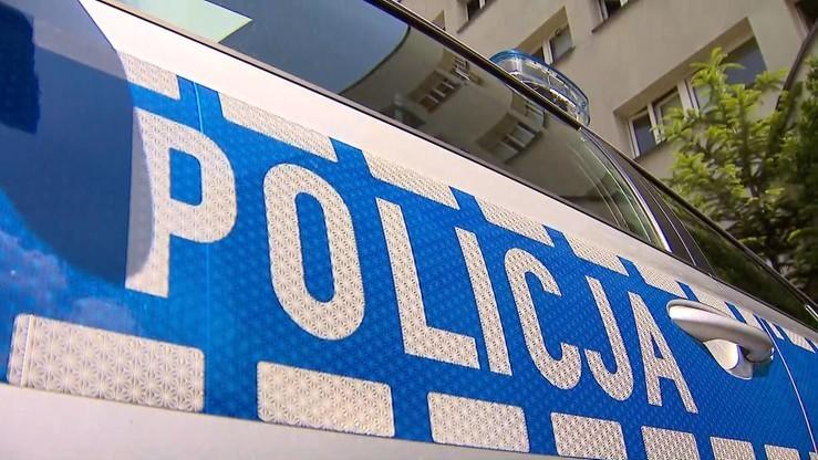 Akt oskarżenia wobec mężczyzny, który siekierą zaatakował policjantów