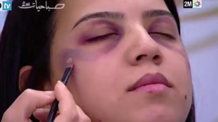 Marokańska telewizja pokazuje kobietom, jak ukryć siniaki po pobiciu przez męża