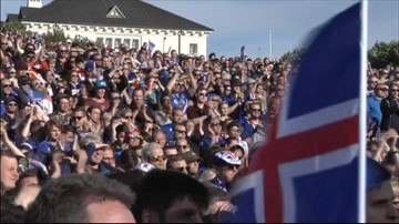 04-07-2016 22:22 Tysiące islandzkich kibiców przywitały swoich piłkarzy