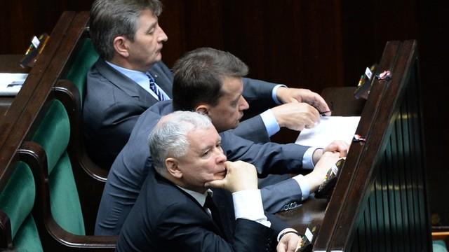 Posłowie PiS: Decyzja prezydenta kończy spór wokół TK