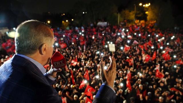 Turcja: Najwyższa Komisja Wyborcza ogłosiła zwycięstwo zwolenników zmiany ustroju
