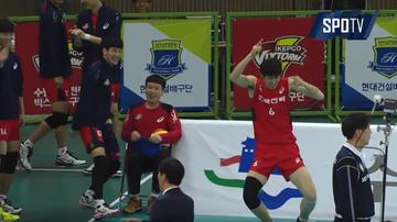 2015-11-11 Gwiazdor dostał efektowną czapę. Taniec radości Koreańczyka! (WIDEO)