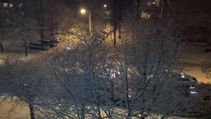 2016-01-15 Zaśnieżona Łódź. Śnieg dał się we znaki kierowcom. Ale  widok z mojego okna piękny