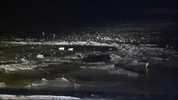 Jeździli quadem po jeziorze. Policja szuka pod lodem mężczyzny