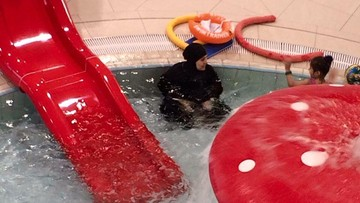 15-02-2016 18:22 Muzułmanka w Koszalinie ofiarą krytyki internautów, bo weszła do basenu w burkini