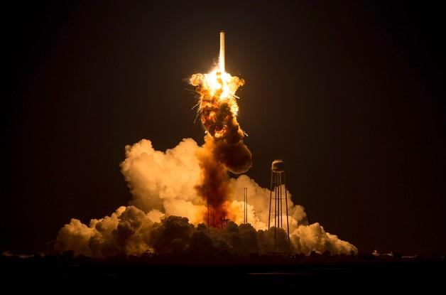 Eksplozja przy starcie. NASA straciła rakietę