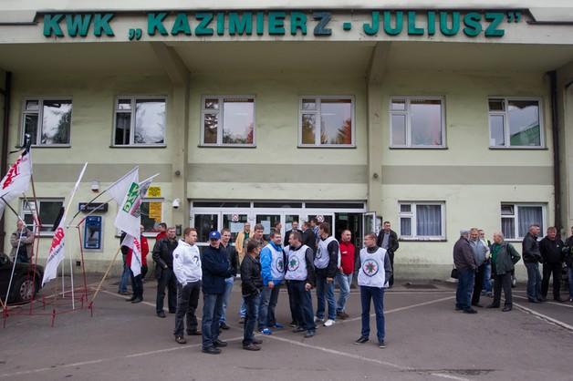 Górnicy z kopalni Kazimierz-Juliusz nie przerwali protestu