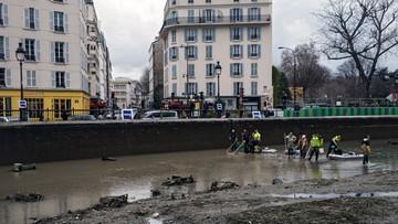 06-01-2016 18:00 Paryż: będą czyścić kanał, najpierw wyłowią wszystkie ryby