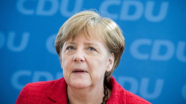 Merkel zapowiada szybkie rozmowy z SPD o stabilnym rządzie