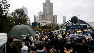 Przepychanki pomiędzy uczestnikami czarnego protestu i działaczami pro-life