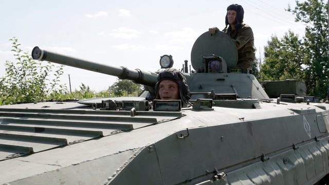 Ukraina: 33 ataki na siły rządowe w Donbasie