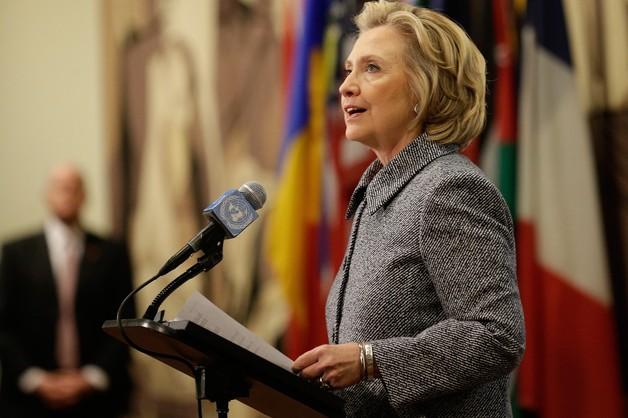 Clinton kusi obietnicą powrotu do złotych lat prezydentury jej męża