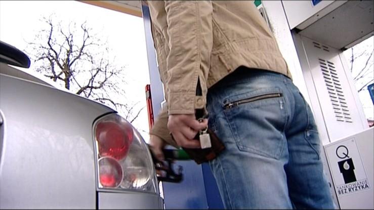 Gang sprzedawał podrobiony olej napędowy. Straty: 90 mln zł