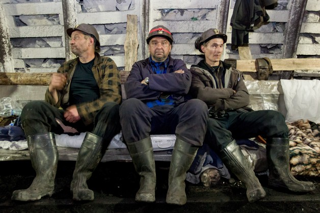 Górnicy wyjechali na powierzchnię. Będą negocjować