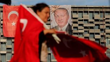 19-07-2016 16:11 Ponad 9 tys. osób objętych śledztwem za próbę puczu w Turcji. Rząd odbiera licencje mediom