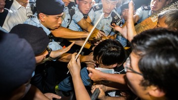 30-06-2017 20:07 Wielka gala i protest podczas drugiego dnia wizyty prezydenta Chin w Hongkongu