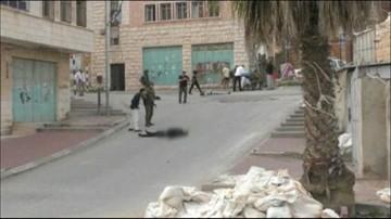 14-04-2016 19:17 Strzelił w głowę leżącemu Palestyńczykowi. Będą zarzuty dla izraelskiego żołnierza
