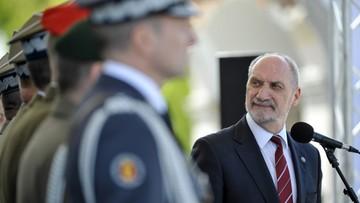 Macierewicz: dla wojska naród winien szacunek