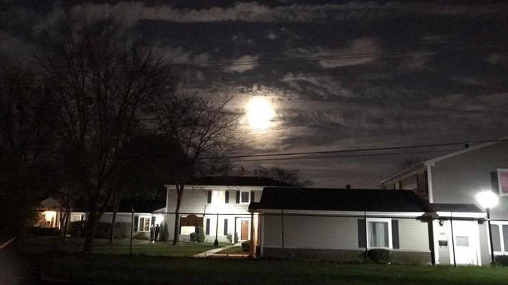 """Dzisiaj obserwujemy """"Superksiężyc"""". Wasze zdjęcia"""