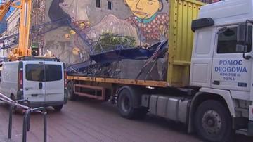 Służby usuwają fragmenty dźwigu, który runął w centrum Łodzi
