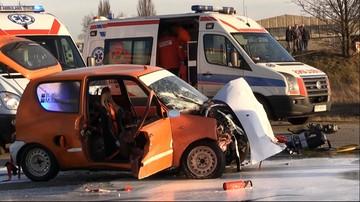 07-02-2016 15:48 Wypadek podczas imprezy motoryzacyjnej w Pile. Auto wjechało w widzów