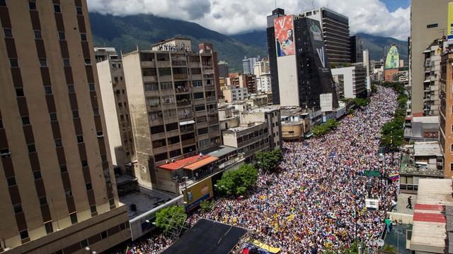 Wenezuela: gigantyczna demonstracja antyrządowa na ulicach Caracas