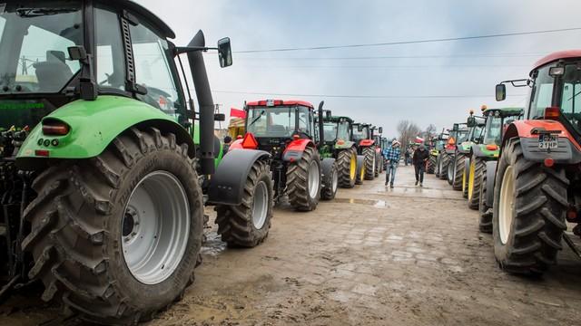 PiS: nie będzie podatku dochodowego dla rolników, KRUS zostaje