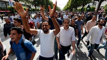 22-05-2017 20:34 Demonstranci zamknęli tłocznie ropy i gazu. Zamieszki z powodu bezrobocia w Tunezji