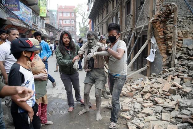 Nepal: ponad 100 zabitych w trzęsieniu ziemi