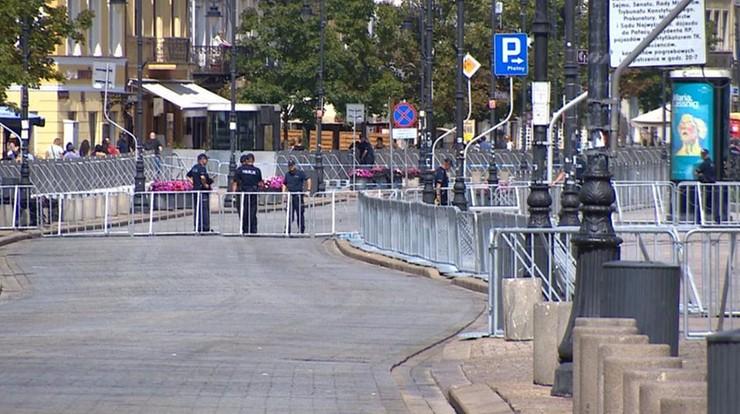 Wojewoda mazowiecki zakazał kontrmanifestacji na Krakowskim Przedmieściu