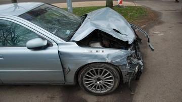 12-12-2016 16:24 Staranował dziewiętnaście aut. Był pijany. Postawiono mu zarzuty i wypuszczono