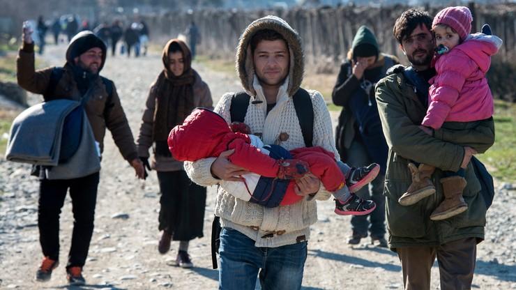 """""""Zakręcić kurek z pieniędzmi krajom, które nie chcą uchodźców"""". Niemiecki polityk o kryzysie migracyjnym"""