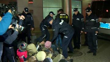 Policja zatrzymała 22 protestujących w siedzibie Lasów Państwowych. Mogą usłyszeć zarzut naruszenia miru domowego