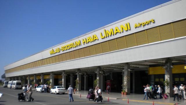 Polscy turyści utknęli na lotnisku w Turcji - doszło do awantury z policją