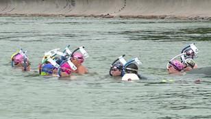 Przepłynęli milę w 20 minut. Mistrzostwa w pływaniu długodystansowym