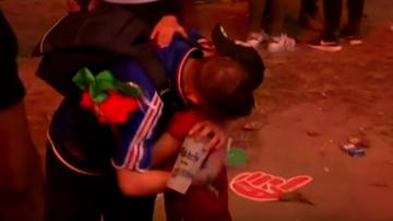 Portugalski chłopiec pocieszał kibica Francji! Poruszająca scena (WIDEO)