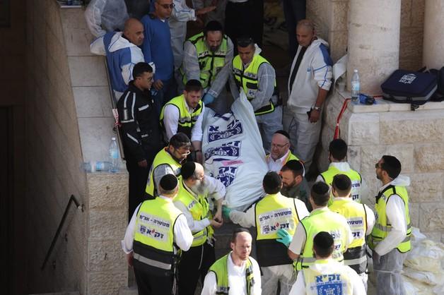 Atak na synagogę w Jerozolimie - napastnicy użyli siekier