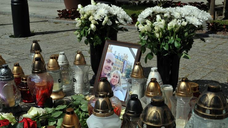 Pomoc wojewody dla rodziny ofiar ataku w Manchesterze