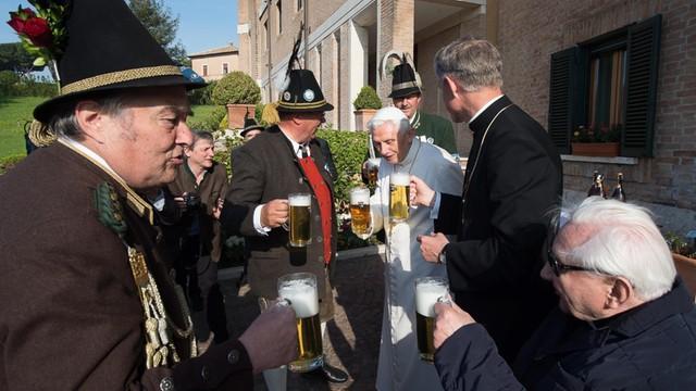Urodziny papieża emeryta. Benedykt XVI kończy 89 lat